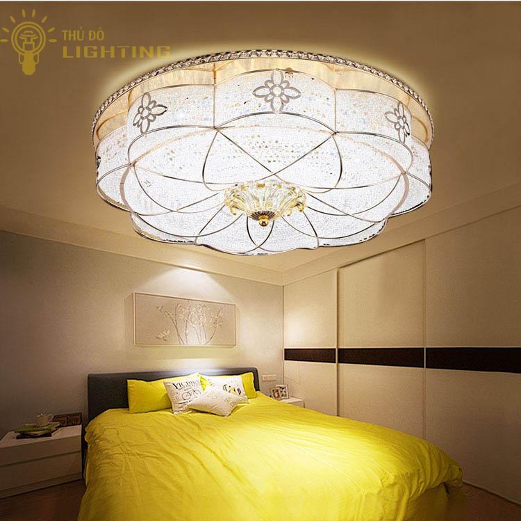 Đèn ốp trần phòng khách