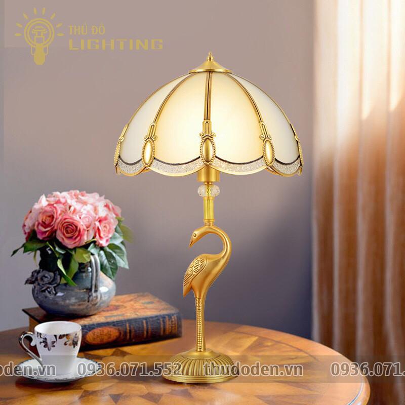 đèn bàn đồng