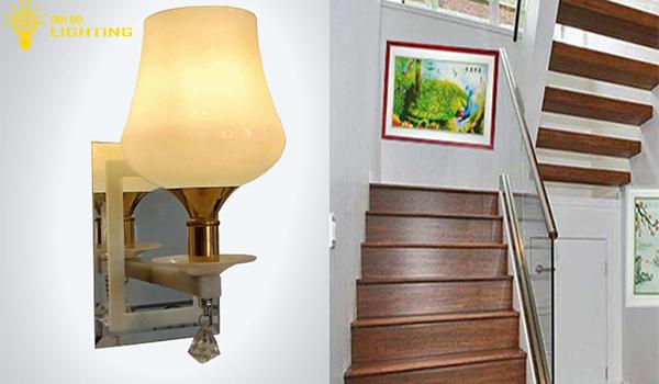 Đèn tường cầu thang